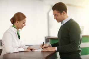 Как можно получить кредит заемщику без регистрации или с временной регистрацией?