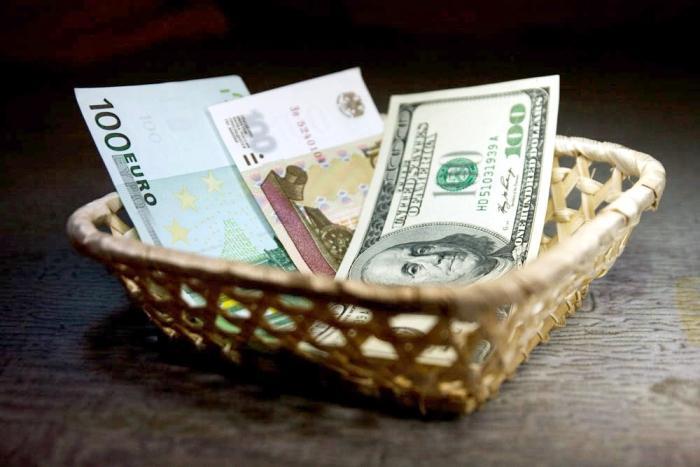 Три валюты