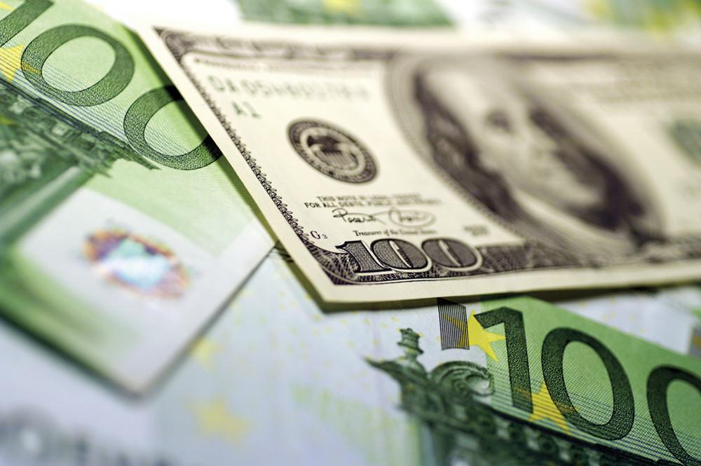 Доллар и евро
