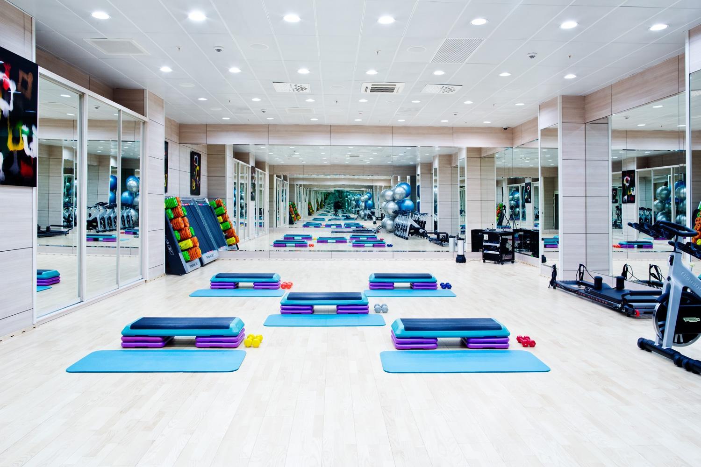 Помещение и оборудование для фитнес-клуба